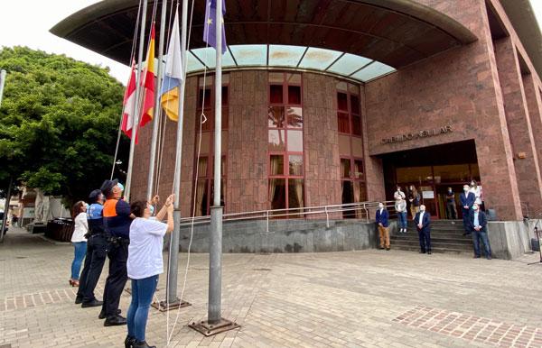 La Gomera homenajea a las víctimas y reconoce la labor de los profesionales que luchan contra la Covid-19